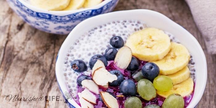 What's a smoothie bowl? (Plus four yummy recipe ideas) - livingthenourishedlife.com