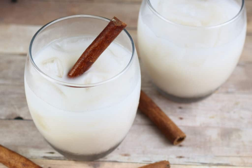 Easy Horchata Recipe: two clear glasses with horchata and cinnamon sticks